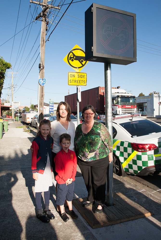 MTAG President Samantha McArthur, Greens MP Collleen Hartland and Kingsville Primary School students William McArthur and Edith Dillon